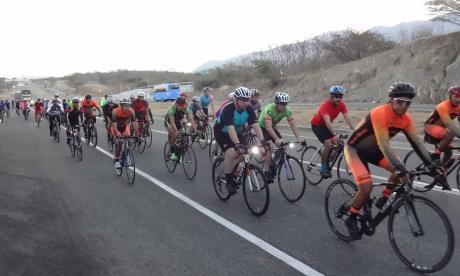 Ciclistas durante el recorrido en Santa Marta.