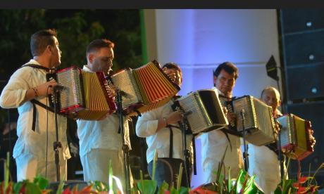 Reyes vallenatos estrenaron la renovada plaza Alfonso López