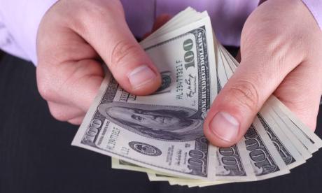 El dólar tocó nuevo máximo del año con más de $3.290