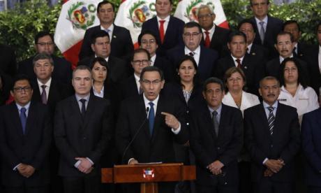 Presidente de Perú deja de lado inmunidad y se pone a disposición de Fiscalía