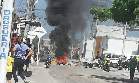 Bloqueo en Los Olivos I por falta de energía eléctrica