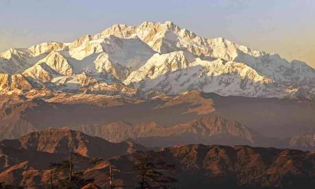 Rescatan cadáveres de 7 escaladores en la segunda montaña más alta de India