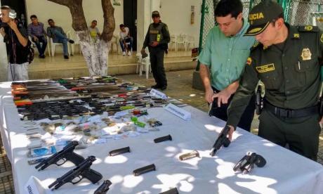 Incautan 500 armas blancas y 250 dosis de drogas en Santa Marta