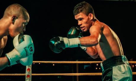 El cordobés José Soto (der.) en su pelea ante Anuar Salas, registrada el 9 de febrero.