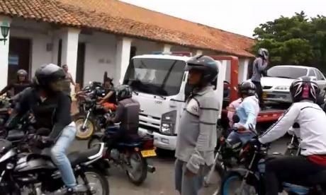 Revuelta de mototaxistas en Valledupar: apedrean buseta