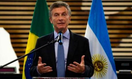 Peso argentino logra una pausa tras llamados a la calma de Macri y Fernández