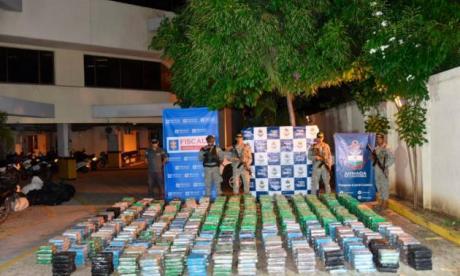 Paquetes que contenían cocaína, decomisados en un parqueadero público en Cartagena.