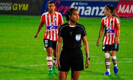 Al fondo, el rostro impotente de Yoreli Rincón.