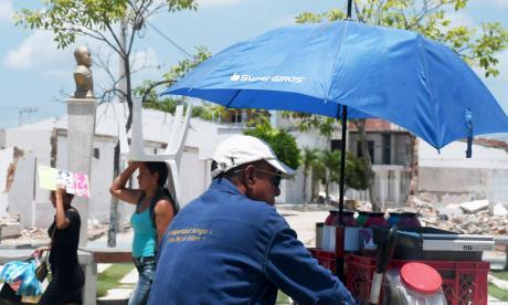 Protegerse de los rayos y evitar la exposición después de 11a.m. es importante.