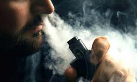 Reportan tercera muerte relacionada al uso de cigarrillo electrónico