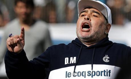 Diego Maradona durante su presentación como nuevo técnico de Gimnasia y Esgrima La Plata.