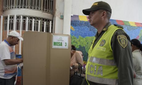 Un votante marca su tarjetón en las pasadas elecciones en Soledad.