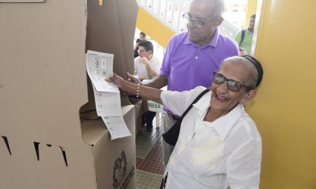 Una nonagenaria que le cumplió su cita a la democracia