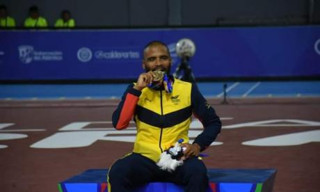Álex Cujavante festejando en los Juegos Centroamericanos y del Caribe que organizó Barranquilla en 2018.