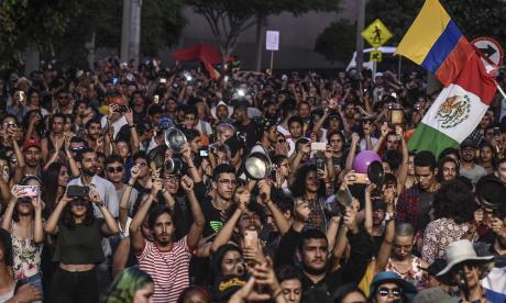 Miles de personas han salido a las calles de Bogotá a manifestar su inconformismo frente a las políticas del gobierno de Iván Duque.