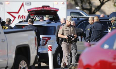 Autoridades acordonan la zona del tiroteo en Texas.