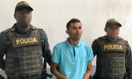 En video | En la cárcel le dieron permiso y se fue directo a robar en un bus
