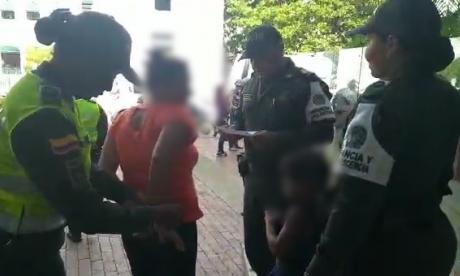 Cae mujer en  Cartagena señalada de inducir a la mendicidad a sus dos hijos