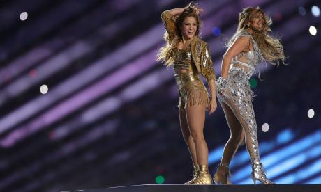 Shakira y Jennifer López durante el show.