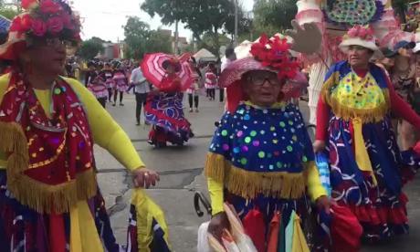En video   Una bogotana de 81 años en el desfile de la 44