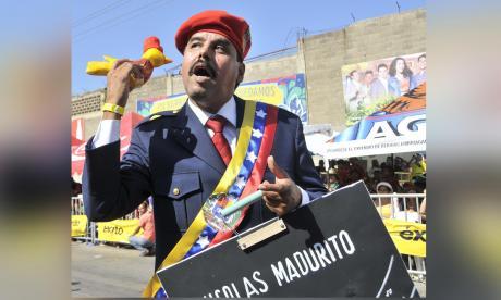 El disfraz de Nicolás Maduro apareció en un desfile de la Batalla de Flores en el Carnaval de Barranquilla.