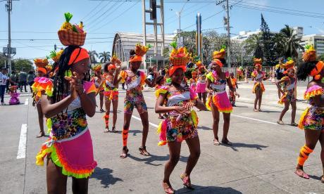 'Las Perlas Negras', una comparsa de tradición popular, desfiló ayer con mucha coordinación.