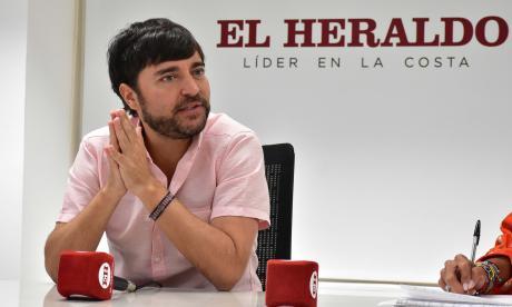 El alcalde de Barranquilla, Jaime Pumarejo Heins, durante su visita a esta casa editorial.
