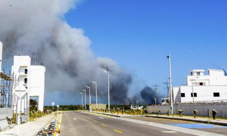 Aspecto de una columna de humo que afecta el ambiente.