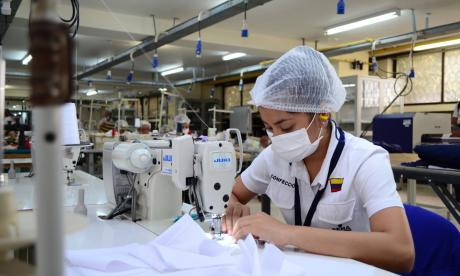 Sena Atlántico fabricará tapabocas y overoles para trabajadores de la salud
