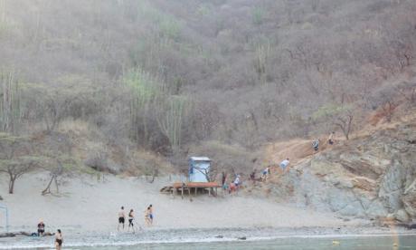 Diez comparendos a bañistas en playas de Santa Marta