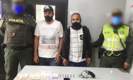 Los dos capturados por la Policía.