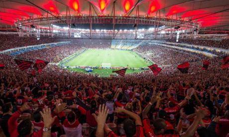 Hinchas del Flamengo contentos en su estadio.