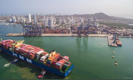 Arribo del barco de la línea naviera Hyundai Merchant Marine al puerto e Cartagena.