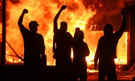 Nueva oleada de disturbios por muerte de George Floyd se extiende por EEUU