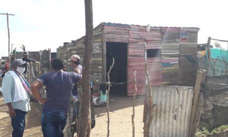 Este es el cambuche en el que se produjo el atentado criminal con arma de fuego contra los ocupantes del inmueble localizado en el barrio El Milagro de Dios de Riohacha.