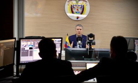 El presidente Iván Duque durante una entrevista radial.