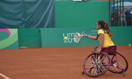 Una paraatleta colombiana en acción.