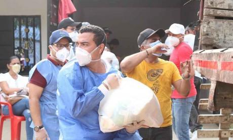 El alcalde de Chiriguaná entregó mercados a las familias vulnerables en medio de la pandemia.