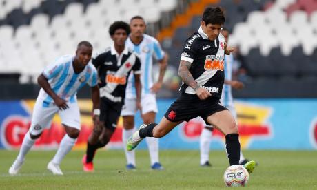Germán Cano anotó el primer gol a través de este cobro de pena máxima.