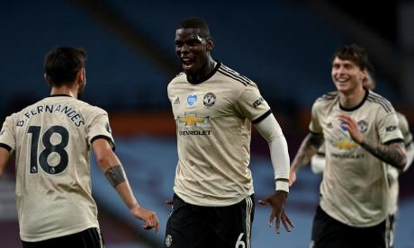 Pogba celebra con Fernandes el tanto que le significó el 3-0 para el United.