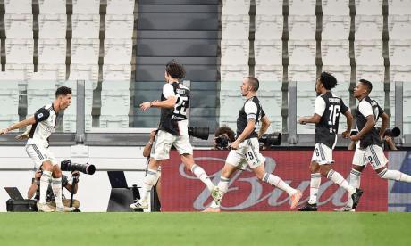 Juan Guillermo Cuadrado en la celebración de uno de los dos goles de Cristiano Ronaldo.