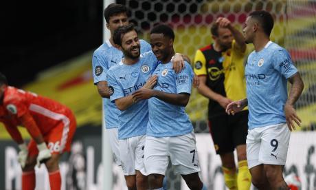 Sterling celebra con sus compañeros uno de sus goles contra el Watford.