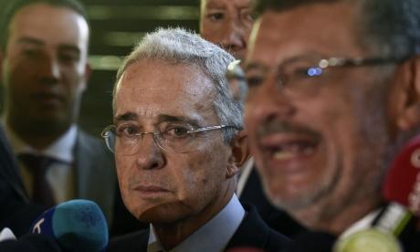 La orden de detención de Uribe exacerba la polarización política en Colombia