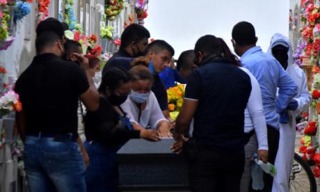 Familiares acompañaron el sepelio de Daniela.
