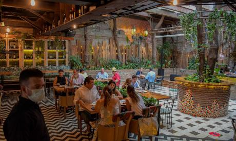 """Dueños de restaurantes, con la """"esperanza viva"""" tras reapertura"""