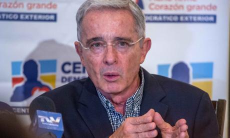 El expresidente Álvaro Uribe, quien renunció a su curul en el Senado.