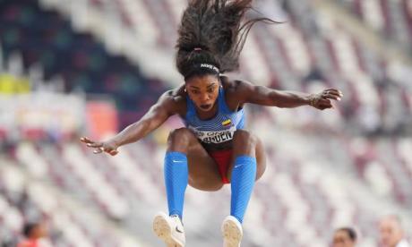 Caterine Ibargüen fue tercera en la competencia tras registrar su mejor salto de 6,56 metros.