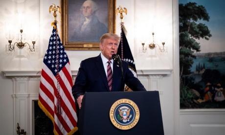 """Trump defiende como """"apropiada"""" su decisión de minimizar la gravedad de Covid"""