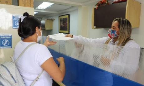 Verificación de documentos por parte de Corvivienda de Cartagena.