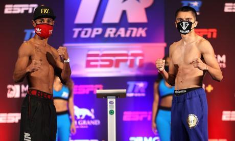 El colombiano Miguel Marriaga y el estadounidense Joet González después del pesaje.